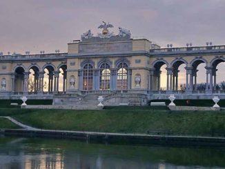 Al mattino presto: La Gloriette al Castello di Schönbrunn